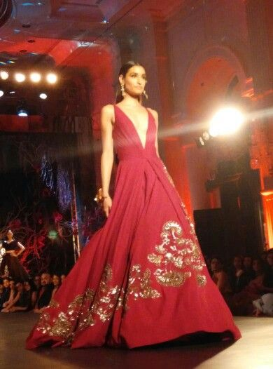 Gorgeous dress!! Could be redesigned in a lehenga. Wat say??