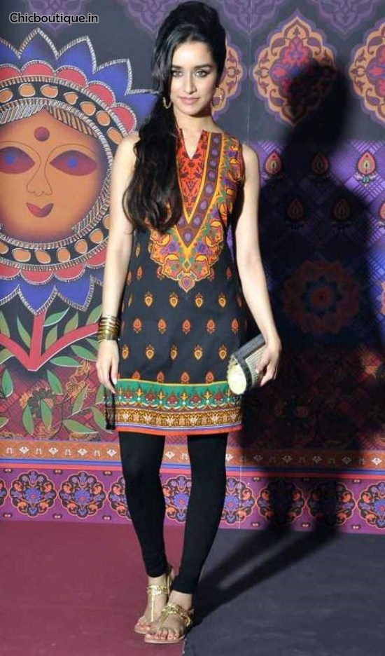 Chicboutique: Shraddha Kapoor is the ambassador of the Global Desi Collection, a collection of ready-to-wear Dongri Anita signed.