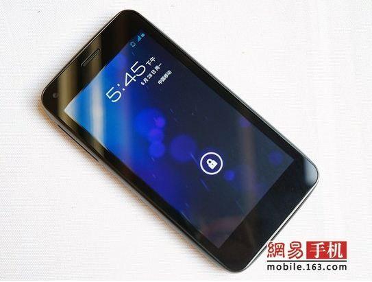 Alcatel One Touch OT-986, un smartphone 4,5 pouces sous Android !
