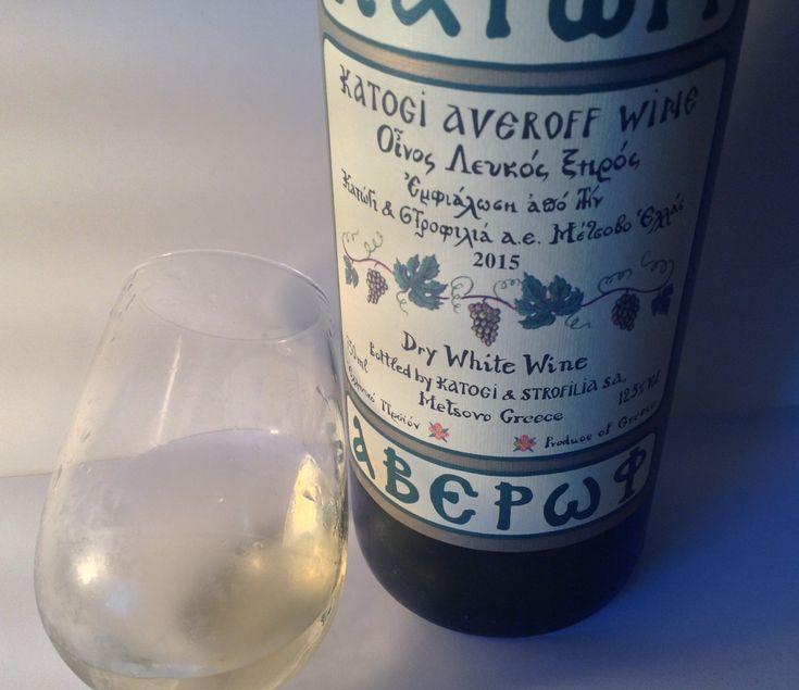 Λευκό κρασί απ τις ποικιλίες Ροδίτη και Chardonnay καλλιεργημένες στην Ελλάδα και οινοποιημένες από την οινοποιία Κατώγι. ΒΑΘΜΟΣ 77/100