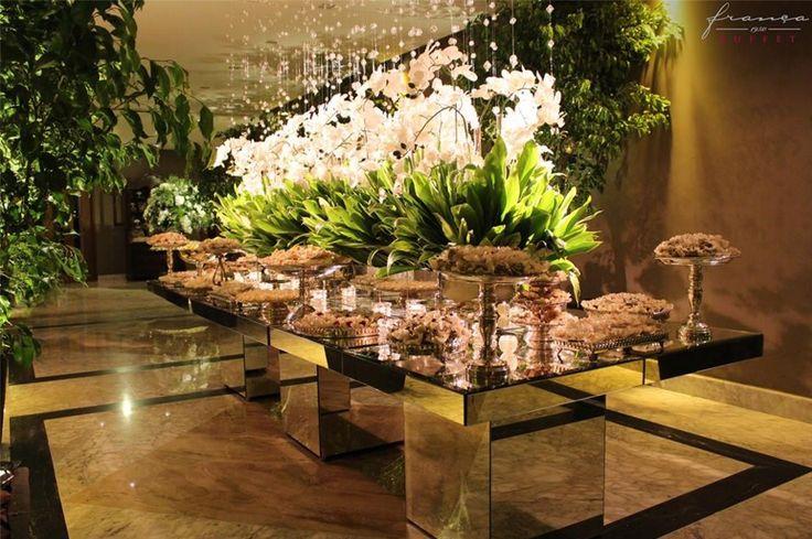 Casamento l Espaço Buffet França l Decoração Fernanda Rocco Eventos l Mesa de Doces l Mesa de Espelho l Mesa com Orquídeas l Flores brancas l Estilo Moderno l Branco e Verde