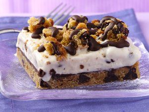 Love ice cream shop cakes? Try this tasty homemade version made easily with a cookie mix.: Chocolates Chips Ice, Chocolates Cream, Desserts Recipes, Chocolates Chips Cookies, Ice Cream Cakes, Betty Crocker, Chips Ic Cream, Icecream, Ice Cream Desserts