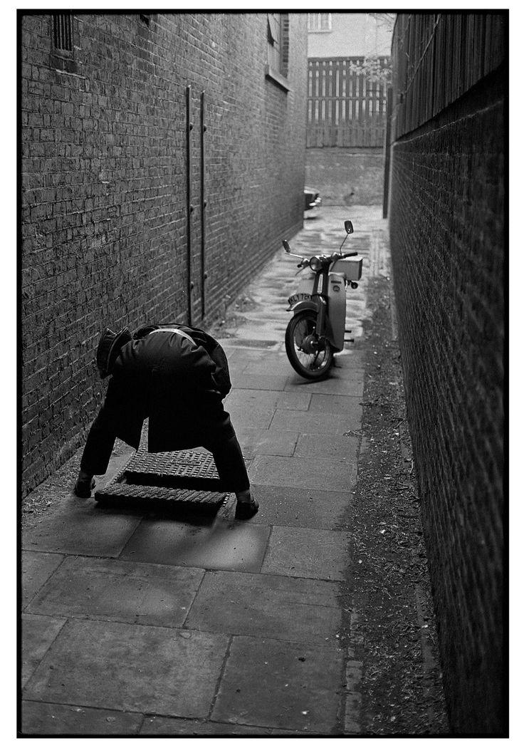 Stunning Shots of London in 1974 by Erik van Straten - Flashbak
