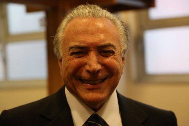 """PRA RIR: Na ONU, Temer diz que não sabe o que é corrupção, """"Eu era um vice decorativo""""http://clickpolitica.com.br/brasil/pra-rir-na-onu-temer-diz-que-nao-sabe-o-que-e-corrupcao-eu-era-um-vice-decorativo/"""