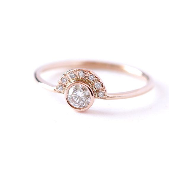 Eller sten i mitten  Hey, I found this really awesome Etsy listing at https://www.etsy.com/listing/190845397/diamond-engagement-ring-with-pave