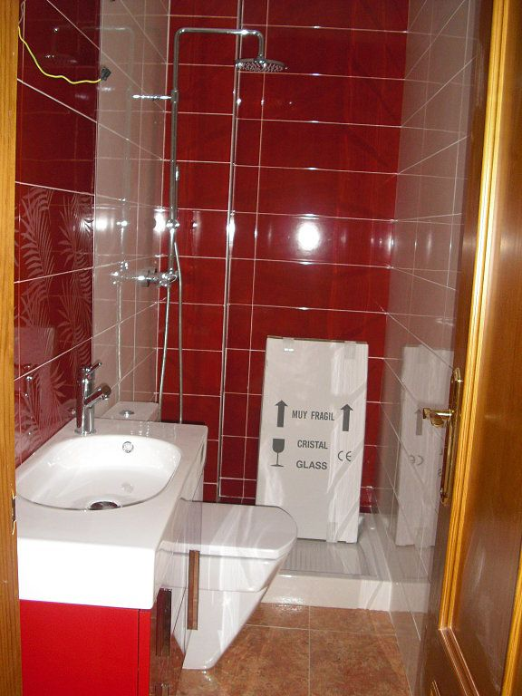 Nuestros ba os peque os plato for Imagenes de banos pequenos con ducha