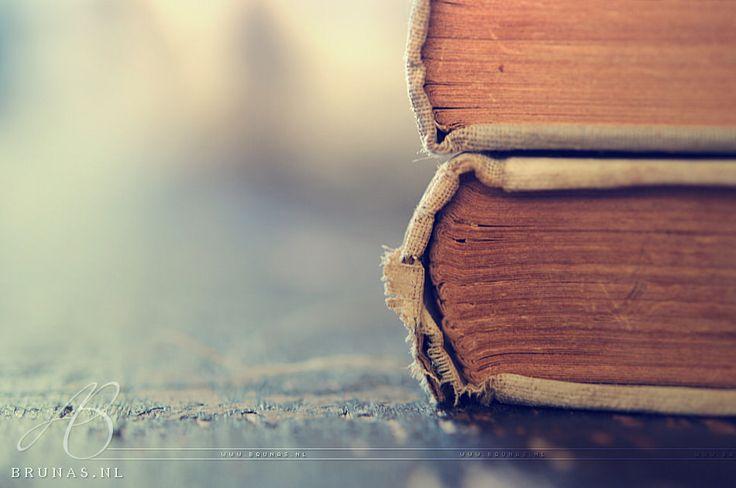 https://flic.kr/p/TPdH1Y | Books | Something else for a change ;-)  More here: here.  ----------------------------------------------------------------------------------------------  🔘  brunas.nl│facebook│insta 🔘
