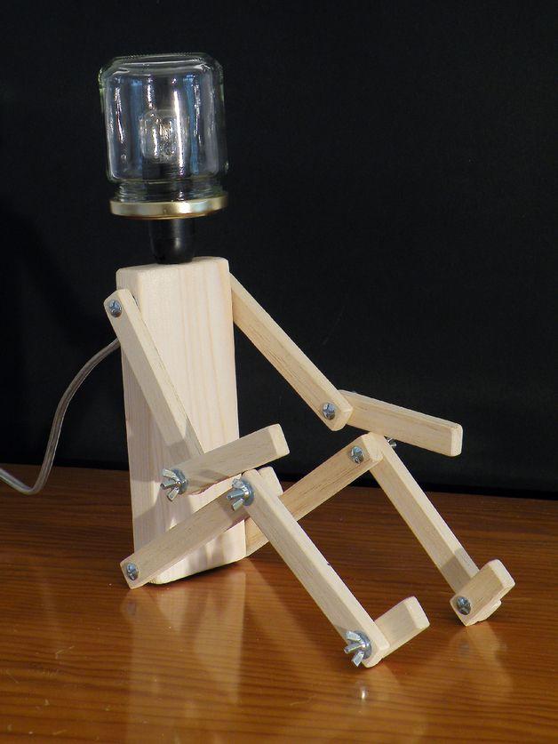 Lampe esprit récup. Tête réalisée avec un pot en verre (type pot de confiture. - personnage articulé en pin naturel - longueur du fil 150 cm, avec interrupteur - vendu sans ampoule LAMPE...