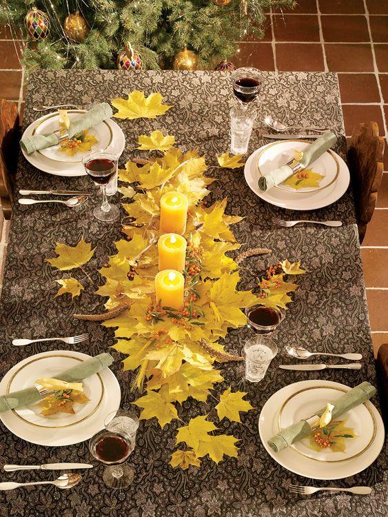 herbst deko tisch gelbe baumblätter kerzen tischdecke