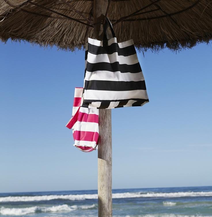 Ξέρουμε που θα βάζουμε τα απαραίτητα για την παραλία φέτος!
