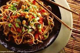 Este e o famoso yakissoba comida tipica da China