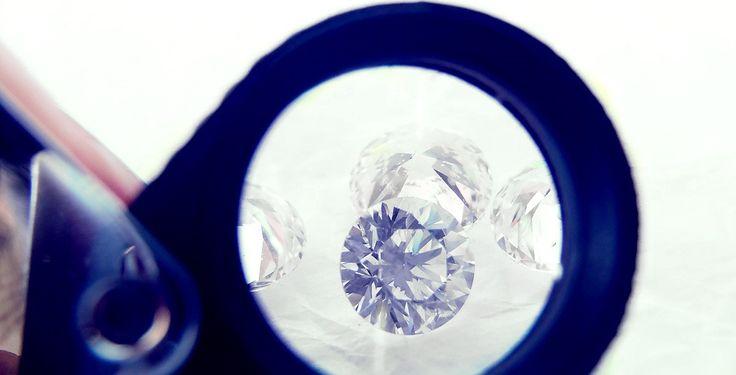 O principal foco da Port Diamonds é fazer a ligação entre a bolsa de diamantes e o consumidor final, fornecendo assim diamantes de elevada qualidade a preços justos.
