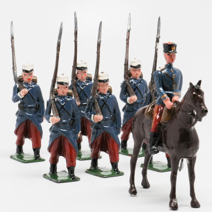 A fine set of traditional Britains lead soldiers in excellent condition in a…
