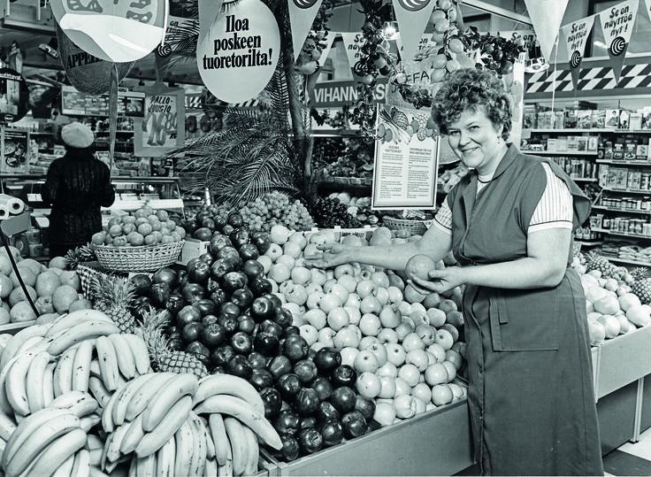 Esillepanoa esittelemässä O. Longström Jämsänkosken S-marketissa 1980-luvulla