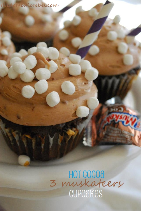hot cocoa 3 musketeers cupcakes