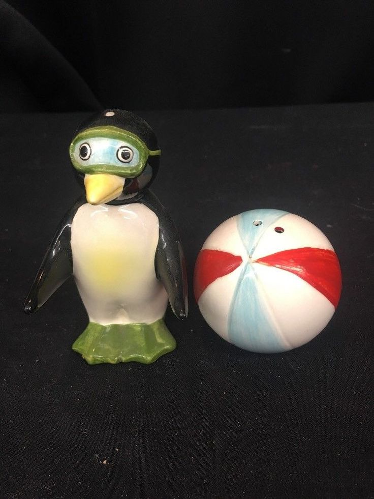 Vintage Penguin With Beachball Salt And Pepper Shakers (ks14)