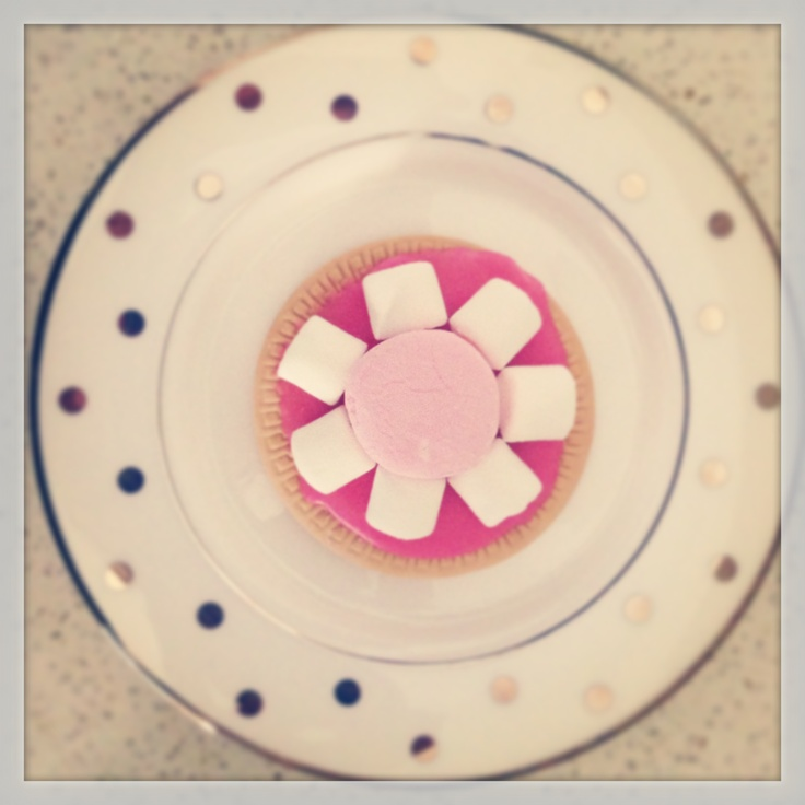 Upsy Daisy iced marshmallow biscuits