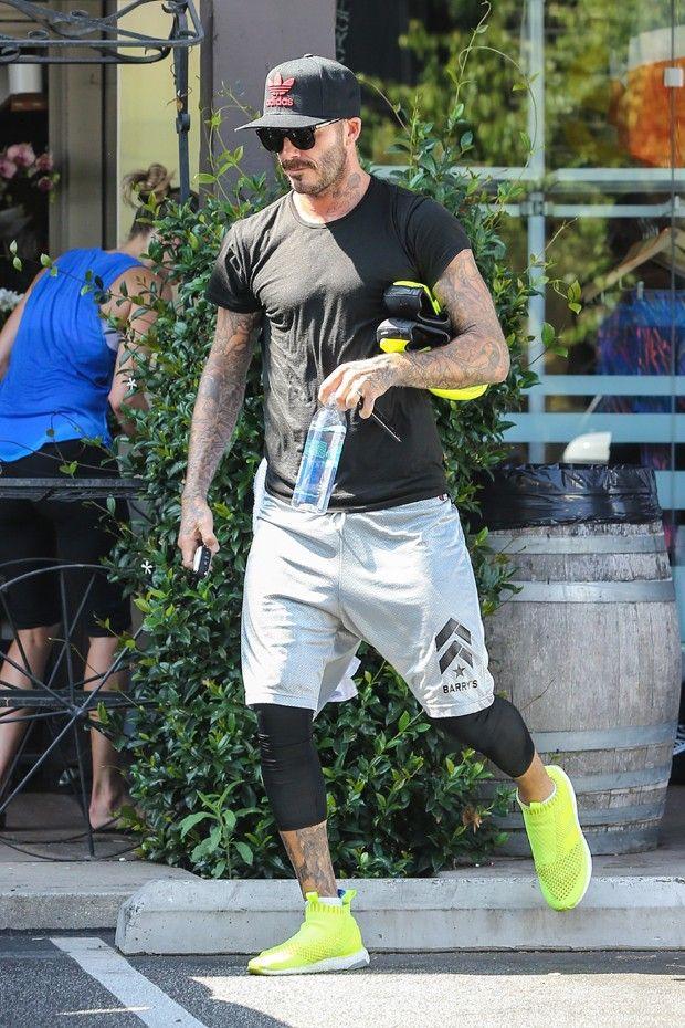 Ex-jogador é um dos homens que aderiram à tendência de usar legging por baixo do visual da academia