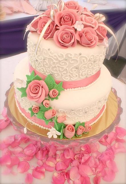 pink roses small wedding cake - I like it!