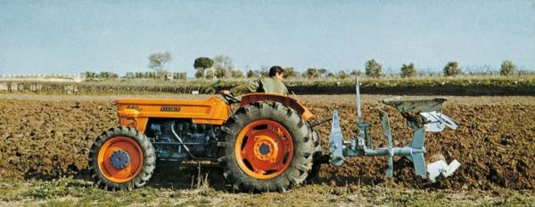 """1973 - Fiat 640, the most sold tractor of the famous Fiat """"Nastro Oro"""" (...) #NewHollandHistory via @newhollandag"""