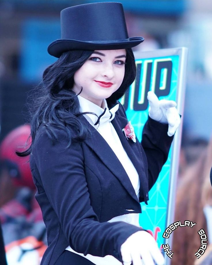 Every Little Thing She Does Is MAGIC!!  ZATANNA: @pureparagon  #cosplay#superhero #cosplaygirlsofinstagram#cosplayer #cosplayers#injustice #dccomics#zatanna#zatannacosplay #zatannazatara#comics#model #magic #magician #cosplaygirl#cosplaying  #cosplayerofintsagram#modelsofig #tophat#comiccon#stanleecomiccon #dc #comics #fashion #fashionblogger #photooftheday