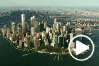 Sur les ruines des tours jumelles du World Trade Center est bâti un mémorial dédié aux victimes des attentats du 11 septembre 2001. Visitez le site.