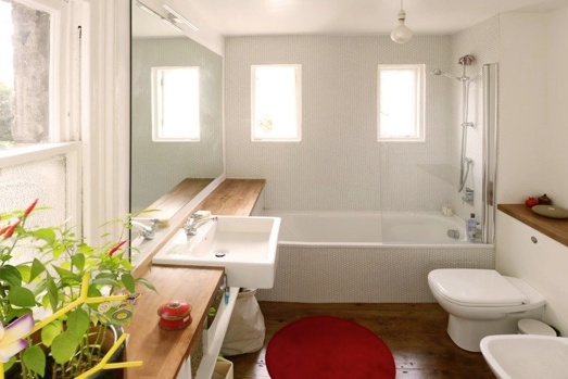 mix of victorian and modern style in a bathroom redecoration in London