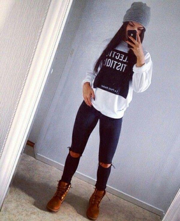Blusa + calça jeans + bota cano baixo