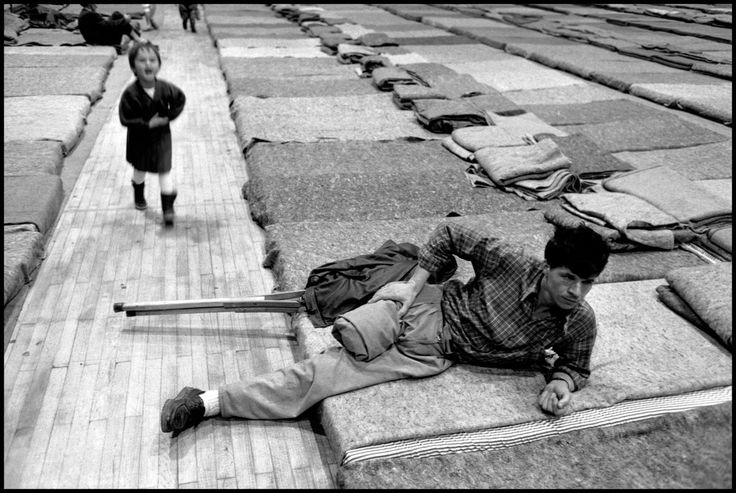 BOSNIA. Tuzla. 1993. Evacuation of wounded from Srebrenica.
