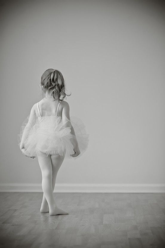 tutu portrait - toddler ballet ballerina photography... Looks like Molly dolly