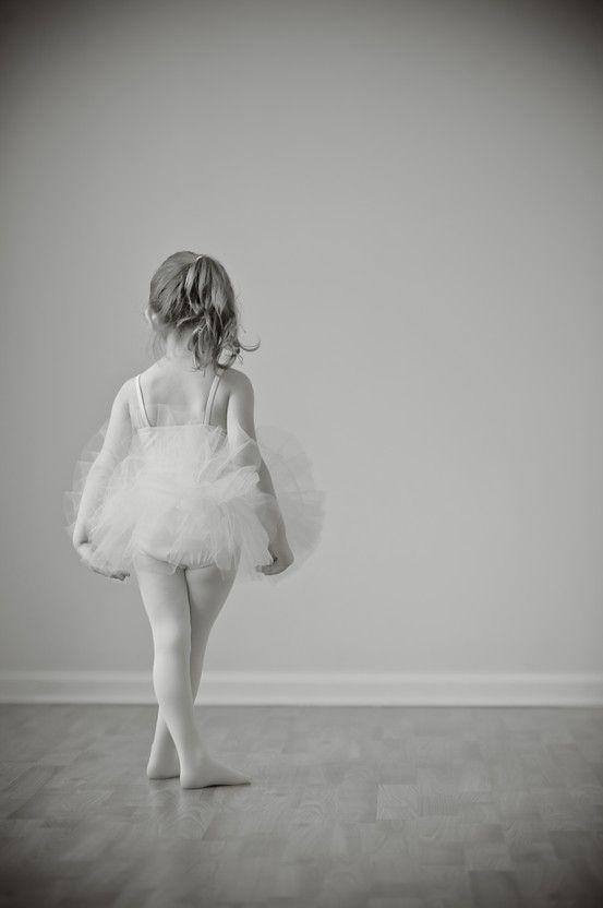tutu portrait - toddler ballet ballerina photography... My little girl WILL take ballet someday :)