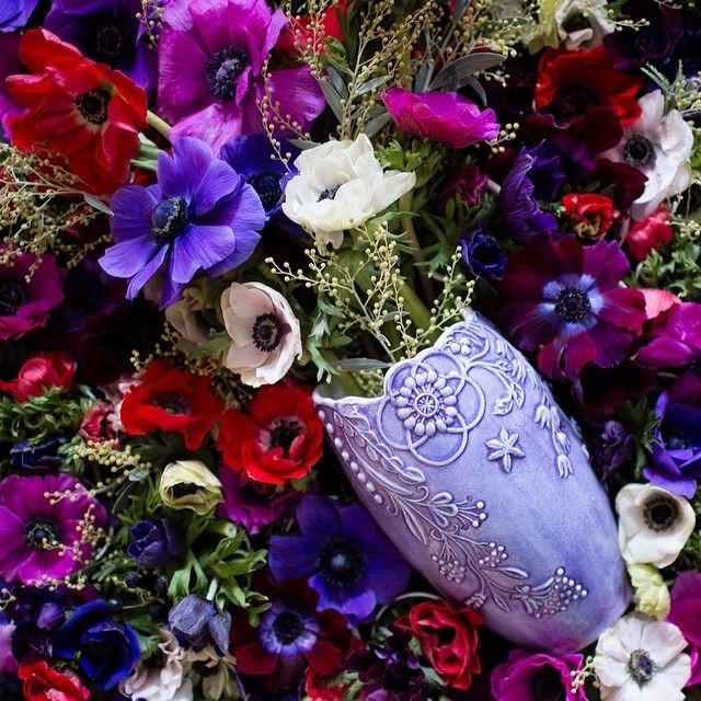 Nu har den nya vasen från @mateusceramic kommit till oss i butiken! Finns i flera olika färger, 969kr/st. Bild från Mateus. #mateusceramic #roombutiken #nyhetpåroom