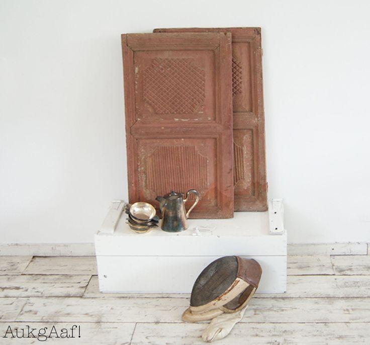 Mooi oud bruin louvre luik! Super gave oude louvre luiken vind je bij @aukgaaf! Hele leuke vintage shutters in een brocante interieur of landelijke inrichting. http://aukgaaf.com/nl/lifestyle-woonaccessoires-landelijk-wonen-brocante-accessoires/brocante-brocante-meubels-brocante-accessoires/shutters.html