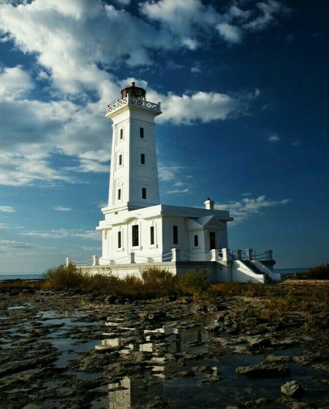 Point Abino #Lighthouse along Lake Erie near Crystal Beach/Ridgeway, Ontario, #Canada http://500px.com/photo/26379039