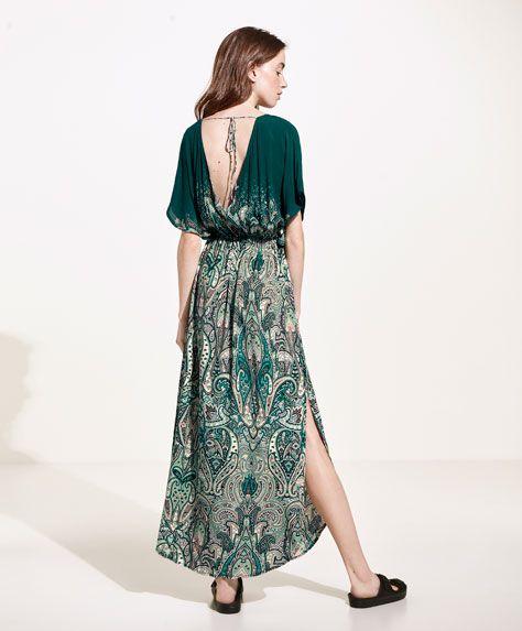 Los vestidos playeros de primavera verano más sensuales en Oysho. Apuesta por caftanes, túnicas y vestidos largos o cortos. Un toque único en tu piel.