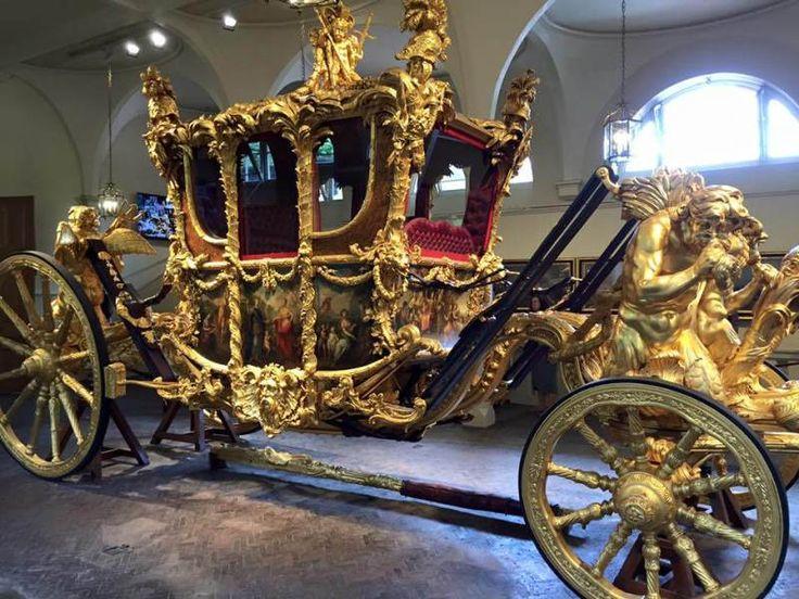 Carruagem real.  no Palácio de Buckingham.  eltpics crédito