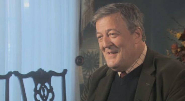 Er zijn weinig mensen die zo eloquent kunnen spreken als Stephen Fry. Vraag deze man iets, en je krijgt 9 van de 10 keer een prachtig geformuleerd antwoord terug. En als deze (nogal religieuze) Ierse presentator hem iets vraagt, over een onderwerp waar hij nogal uitgesproken in is, slaat hij een homerun.