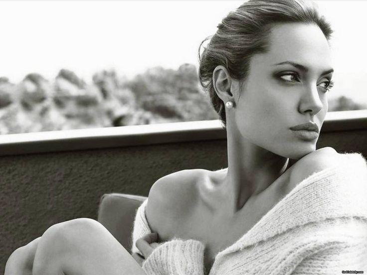 Angelina Jolie (black and white photo)