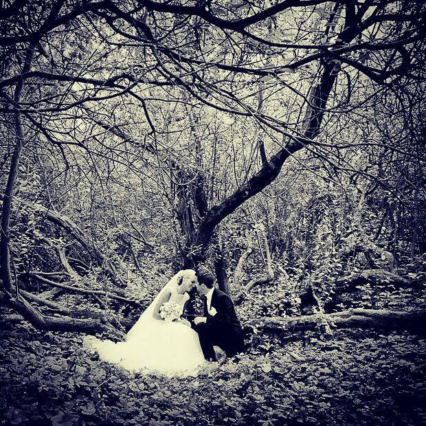 Brudeparret fotograferet i skoven :). Brylluppet foregik i den norske sømandskirke i København. #sømandskirken #københavn #brud #bryllup #billeder #bryllupsbilleder #bryllupsfotograf #wedding #weddingdress #weddingphotos #weddingdetails #weddingpictures #weddinginspiration #weddingphotographer