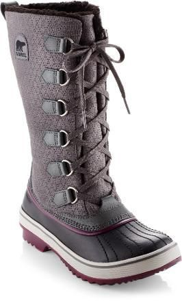 Every women needs cute yet tough boots this holiday season! Both classic and playful, Sorel Tivoli High Snow Boots have fleece linings and 100g insulation for warmth and comfort in winter. Rubber shells and waterproof leather ensure that her feet will stay dry.