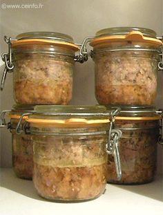 La base du pâté de campagne est : 1 kg de foie, 1 kg de poitrine, 500 gr de lard. 1 œuf par kilo de viande. 20 gr de sel par kilo de vian...
