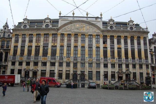 Bruxelles, capitala Belgiei e unul din cele mai frumoase orașe din Europa. În inima orașului se află Grote Markt sau Piața Mare, piața centrală. Puteți să o vizitați cu noi