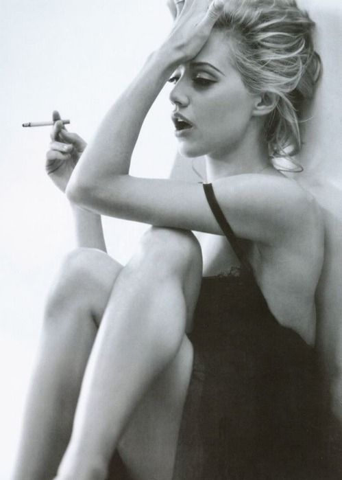 beautiful-black-and-white-brittany-murphy-cigarette-Favim.com ...