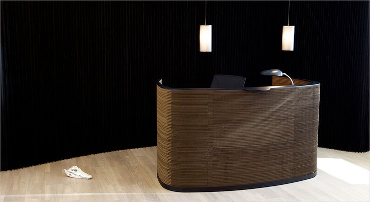 Impact reception desk Cardboard front, painted steel and solid bamboo   Receptionsdisk pap front, stål top og bambus plade Sustainable, bæredygtig, curved reception desk, buet receptionsdisk