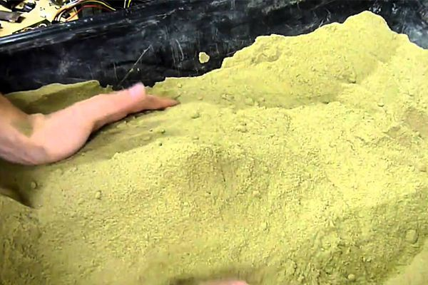 green-sand In actual sense, green sand is not a kind of sand but a mixture of several ingredients. The following are the ingredients needed to make it for green sand casting:  1. Silica, chromite, zircon sand or graphite 2. bentonite clay, 5-11% is required. 3. 2% to 4% water 4. 3% to 5% inert sludge 5. 0% to 1 % anthracite