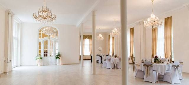 Altes Kurhotel - Top 20 Hochzeitslocation Stuttgart #top #hochzeit #location #hochzeitslocation #top40 #stuttgart #weiß #romantik #chic #feiern #romantisch #wedding #special #bouquet #bride #groom #bridal