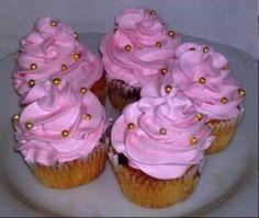 Malinovo jogurtové cupcakes.