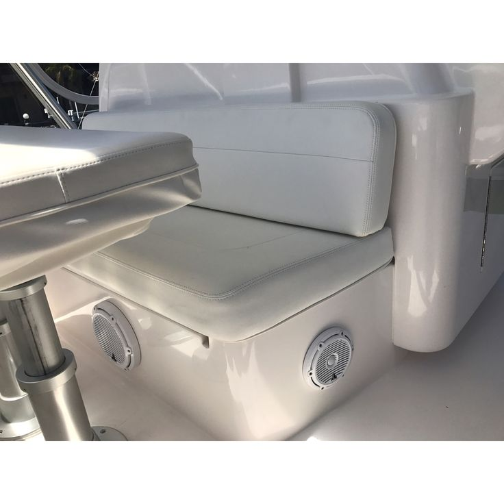 41 Bertram.JL Audio M series audio package with Fusion source unit and wired remotes. Linked to Denon surround AV receiver..#jlaudio #jlaudioinc #fusionmarine #bertramyachts #sportyachts #cruisers #yachts #miaboats #springbreak #summer17 #audiospecialists #audiomarine #friday  Repost from our friends @audiomarine #blountstown #monticello #woodville #cargirls #supercars #ballers #luxury