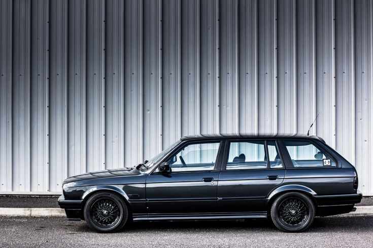 BMW E30 Touring. Black on Black