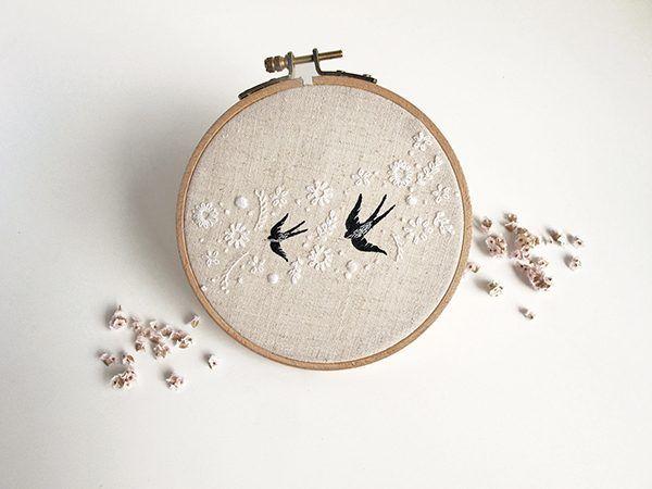 A arte de bordar, por Jubela: almofada para as alianças